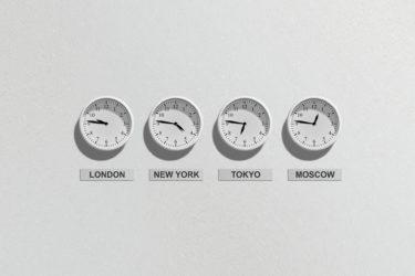 Wanduhren mit Uhrzeit London, New York, Tokyo und Moskau