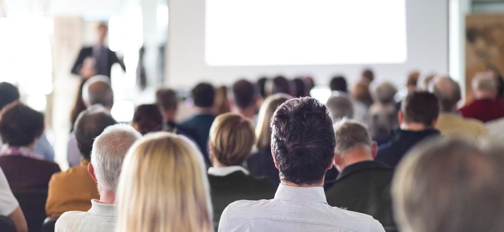 Vortragender vor Publikum