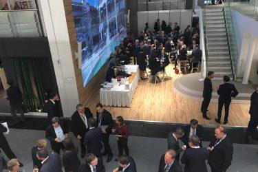 Menschen auf der Immobilienmesse EXPO REAL 2016 München